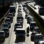 Klimasünder Verkehr: Benzin und Diesel sind für für rund ein Drittel der Schweizer CO 2 -Emissionen verantwortlich.
