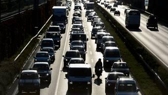 Kein Fortschritt seit 1990, im Gegensatz zu Gebäuden und Industrie: Der Verkehr kommt beim Klimaschutz beim Fleck.