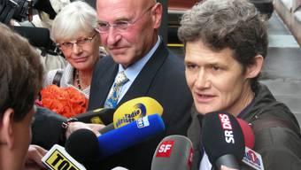 Freigesprochen Die beiden «Whistleblowerinnen» Margrit Zopfi (links) und Esther Wyler mit Verteidiger Valentin Landmann.