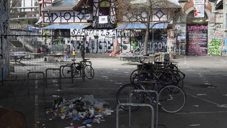 """Das alternative Berner Kulturzentrum - manche nennen sie die """"Streitschule"""". Für Kontroversen sorgt sie in der Bundesstadt jedenfalls immer wieder. (Archivbild)"""