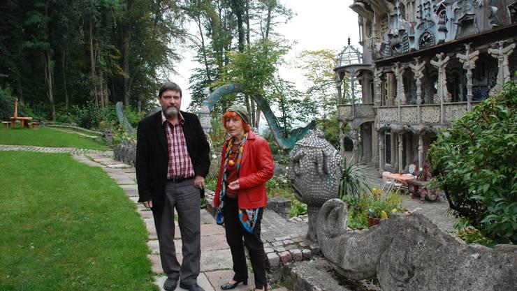 Stiftungspräsident Hanspeter Paoli und Witwe Maria Anna Weber-Gordon im Bruno Weber Skulpturenpark