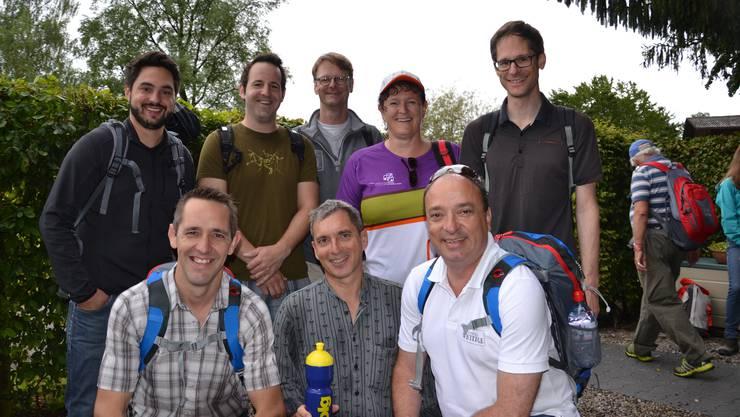 Prominente Mitwanderer (v.l.): Nationalrat Cédric Wermuth (SP) mit den Grossräten Ralf Bucher (CVP), Flurin Burkard (SP), Daniel Urech (SVP), Thomas Leitch (SP), Milly Stöckli (SVP), Markus Dieth (CVP) und Silvan Hilfiker (FDP).
