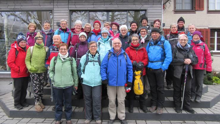 Gruppenfoto vor dem Restaurant Horben