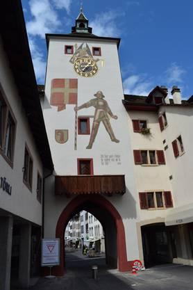 Otto Plattner malte 1950 einen Schweizer Fähnrich auf das Liestaler Wahrzeichen.