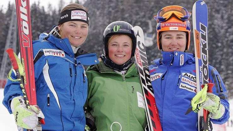 1. April 2007 - In St. Moritz finden an diesem Tag die Schweizer Juniorenmeisterschaften im Super-G statt. Lara Gut (m.) belegt Rang zwei hinter der Deutschen Viktoria Rebensburg. Im Alter von 15 Jahren, 11 Monaten und 5 Tagen wird Lara Gut also Nachwuchsmeisterin. Nur Insider nehmen es wahr.