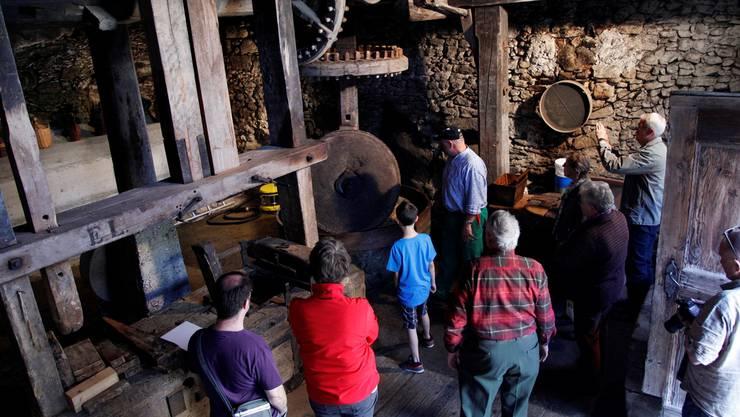 Die Schweizer Mühlenfreunde laden alljährlich zum Mühlentag ein. Wie hier in der Öli Mühledorf wird sich Jung und Alt für das alte Handwerk interessieren.