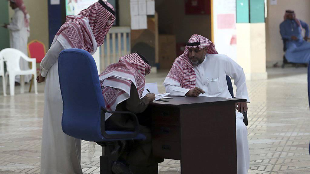 """Zehnmal mehr Männer als Frauen liessen sich für die Wahlen in Saudi-Arabien in die Wahllisten eintragen. Die USA bezeichneten die erste Wahl in Saudi-Arabien, bei der Frauen zugelassen waren, als """"wichtigen Schritt"""" zu umfassenden Wahlen. (Archivbild)"""