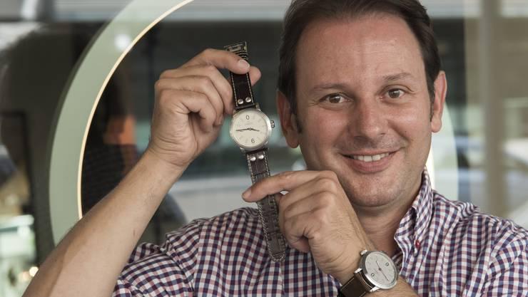 """Goldschmied Roger Loosli präsentiert seine neue """"Limmat""""-Uhr"""