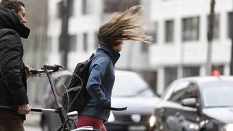Am Sonntagnachmittag und -abend ist mit stürmischen Winden zu rechnen. (Symbolbild)