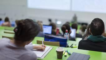 Der Bundesrat will die Altersgrenze für die Ausbildungszulage nicht heraufsetzen. Andernfalls würden viele Studierende profitieren, welche das Geld gar nicht nötig hätten. (Symbolbild)