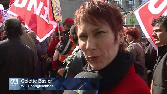 Frauen demonstrieren in Bern für Lohngleichheit