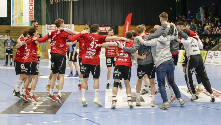 Der HSC Suhr Aarau feiert den dritten Derbysieg in dieser Saison.