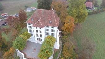 Das Schloss Rued aus der Vogelperspektive.