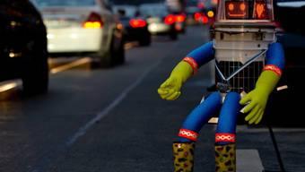 Wartet auf eine Mitfahrgelegenheit: Roboter hitchBOT (Archiv)