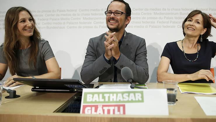 Für die Energiewende brauche es jede grüne Stimme, betonen die Grünen im Wahlkampf. Im Bild Fraktionspräsident Balthasar Glättli sowie die Co-Präsidentinnen Regula Rytz (rechts) und Adèle Thorens (links).