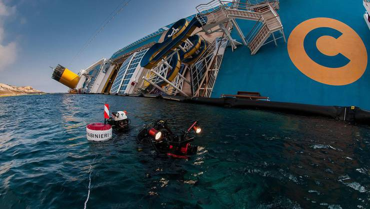 Divers resume search of costa concordia