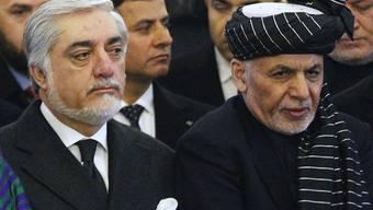Der afghanische Präsident Aschraf Ghani (rechts) und sein Rivale Abdullah Abdullah haben sich auf eine Teilnung der Macht verständigt. (Archivbild)
