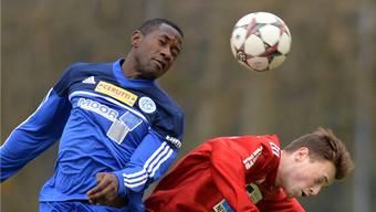 Augen zu und durch: Esombo und seine Mitspieler sicherten sich einen glücklichen Punkt gegen Schötz.