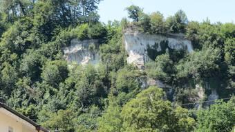 Nahe am Abgrund: Der Felsvorsprung ohne Sicherheitsvorkehrungen am Born wird sehr häufig als Treffpunkt genutzt.