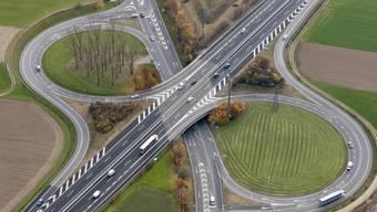 Der Anschluss Aarau-West der A1 zwischen Oberentfelden und Kölliken