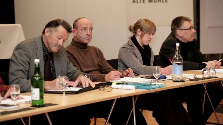 Gemeinderäte: Wird die Amtszeitbeschränkung noch in ihrer Amtszeit aufgehoben? Von links: Stadtpräsident Thomas Rufener, Rolf Baer (FDP), Christine Bobst (jll) und Jürg Häusler (SVP).