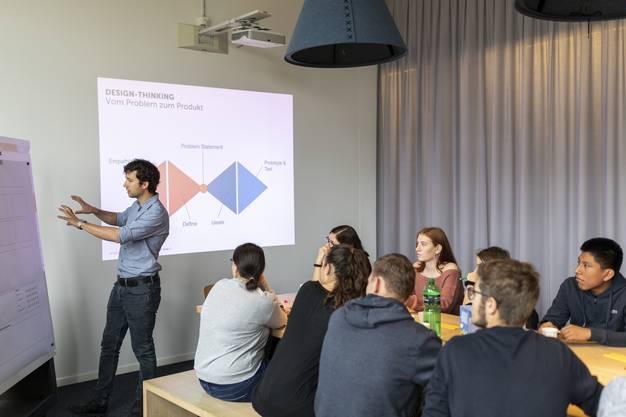 Die Klasse nimmt an der Technik- und Informatikwoche des Vereins IngCH teil und absolviert einen eintägigen Workshop bei der Firma Quo.