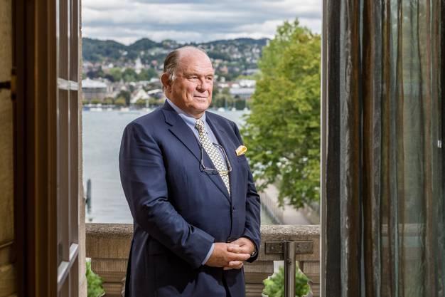 Walter Kielholz, 69, machte Karriere in der Finanzindustrie, war Hauptmann im Militär und ist kritisches Mitglied der FDP. Der Zürcher studierte in St. Gallen Betriebswirtschaft. Danach machte er bei der Kreditanstalt (SKA, heute CS) und der Schweizer Rück (heute Swiss Re) Karriere – und zwar gleichzeitig. Bei der Swiss Re wurde Kielholz 1993 in die Geschäftsleitung berufen, 1997 wurde er CEO, 2009 Verwaltungsratspräsident. Nächstes Jahr tritt er zurück, als Nachfolger für das Swiss-Re-Präsidium ist UBS-Chef Sergio Ermotti nominiert.