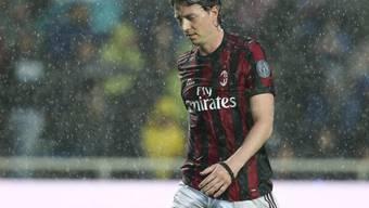 Die Milan mit Riccardo Montolivo (im Bild) wurde von der UEFA für zwei Europacup-Saisons ausgeschlossen
