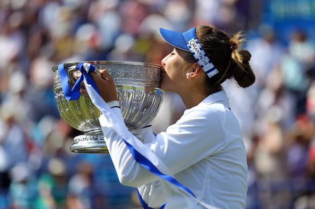 Belinda Bencic besiegt im Final von Eastbourne die Polin Agnieszka Radwanska.