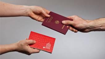 Neben dem roten noch einen zweiten Pass zu haben: Das erlaubt die Schweiz seit dem Jahr 1992.