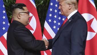 Sollen sich im nächsten Jahr wiedersehen: Nordkoreas Machthaber Kim Jong Un und US-Präsident Donald Trump. (Archivbild)