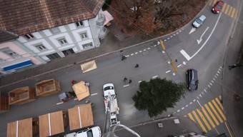 Vogelperspektive: Blick auf Bad Zurzachs historischen Kern und den Weihnachtsmarkt-Aufbau aus 20 Metern Höhe