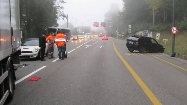 Aus noch unbekannten Gründen geriet der Automobilist auf die Gegenfahrbahn