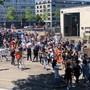 Der tragische Fall vom Afroamerikaner George Floyd in Minneapolis (USA) sorgt weltweit für Aufruhr. Auch in der Schweiz demonstrieren Menschen für Gerechtigkeit, gegen Rassismus und Polizeigewalt. Damit setzen sie ein Zeichen der Solidarität.