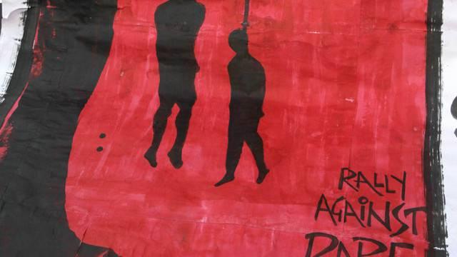 Plakat an einer Demonstration in Neu Delhi: Auch viele Demonstrierende fordern die Todesstrafe für die Vergewaltiger (Archiv)