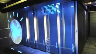 Das IT-Unternehmen IBM verdient zunehmend mit Cloud-Diensten Geld. Die Computer-Sparte ist rückläufig. (Archivbild)