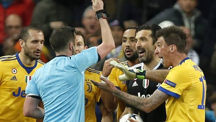 Gianluigi Buffon verliert gegen Real Madrid nach dem späten Penalty die Nerven