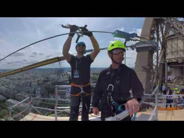 Rundumsicht: An der Zip-Line vom Eiffelturm sausen – in 360°