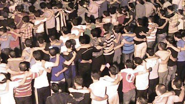 """Auch nach den """"Friedensvereinbarungen"""" gehen die Menschen in Syrien weiterhin auf die Strasse (Archiv)"""