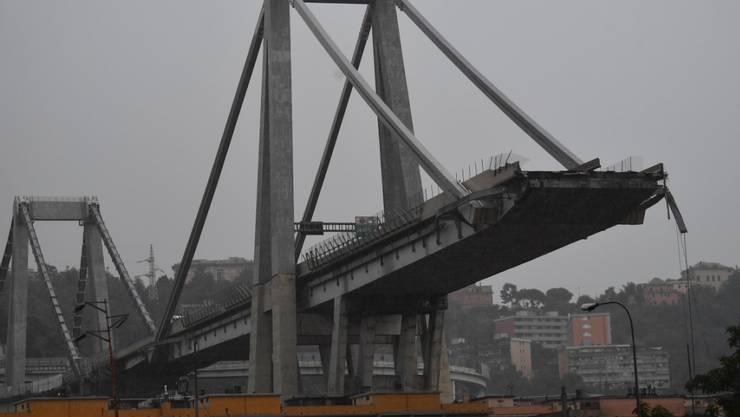 Trotz Katastrophenschäden wie dem Einsturz der Autobahnbrücke in Genua ist die Swiss Re in den ersten neun Monaten in die Gewinnzone zurückgekehrt. (Archiv)