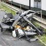 Es war einer der schlimmsten Zugsunfälle der letzten Jahre: Auf einem unbewachten Bahnübergang in Wolfenschiessen NW zermalmte ein Zug der Zentralbahn einen Kleinbus, drei Personen starben. Seit alle Bahnübergänge saniert sind, ist die Zahl der Zugsunfälle um ein Drittel zurückgegangen. (Archivbild)