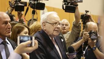 Der Starinvestor Warren Buffett sagte auf der Generalversammlung seiner Beteiligungsgesellschaft Berkshire Hathaway in Omaha, dass der geplante Umbau von Obamacare ein Steuersenkungsprogramm für Reiche wie ihn sei.