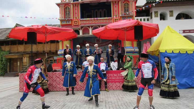 Mit einem Fest im Kreml starteten die 25 Teilnehmer auf die 7800 Kilometer lange Fahrt.