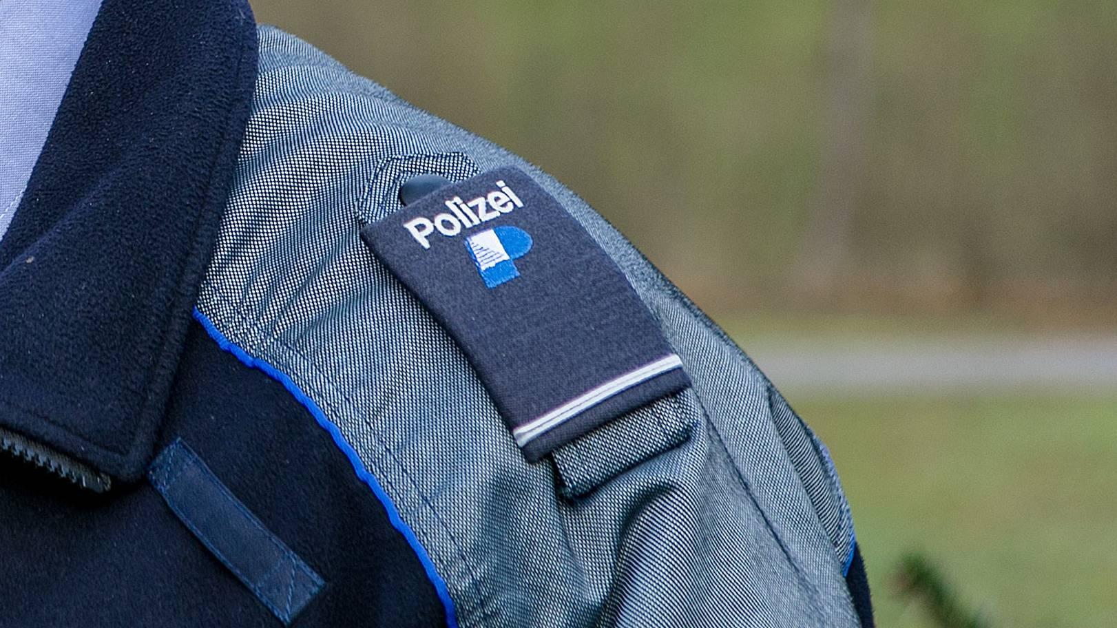 Die Stadtpolizei Zürich wurde am Donnerstagmorgen zu einem Familienstreit gerufen. Ein Mann starb, zwei Frauen wurden verletzt. (Symbolbild)