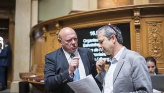 Allianzen sind gefragt: Verkehrspolitiker Ulrich Giezendanner (SVP, AG) im Gespräch mit Philipp Hadorn (SP, SO).