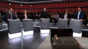 Die «Arena»-Runde und das Objekt des Anstosses (im Vordergrund).
