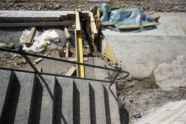 Sanierungsarbeiten am Rheinufer