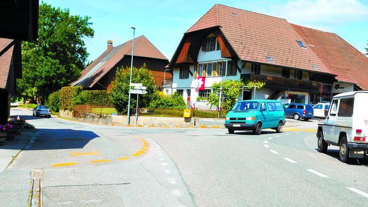 Unübersichtlich: Die Kreuzung Solothurn-, Feld- und Welschlandstrasse in Bützberg. (Maddalena Tomazzoli Huber)