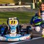 Ekaterina Lüscher neben ihrem Super Mini Kart auf der Kart-Bahn Wohlen, momentan führt sie die Rangliste der Schweizer Meisterschaft an.