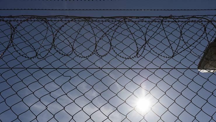 In den letzten 30 Jahren stieg die Anzahl Häftlinge in der Schweiz um 50 Prozent. Besonders deutlich ist der Anteil an ausländischen Untersuchungshäftlingen mit Wohnsitz im Ausland. (Symbolbild)